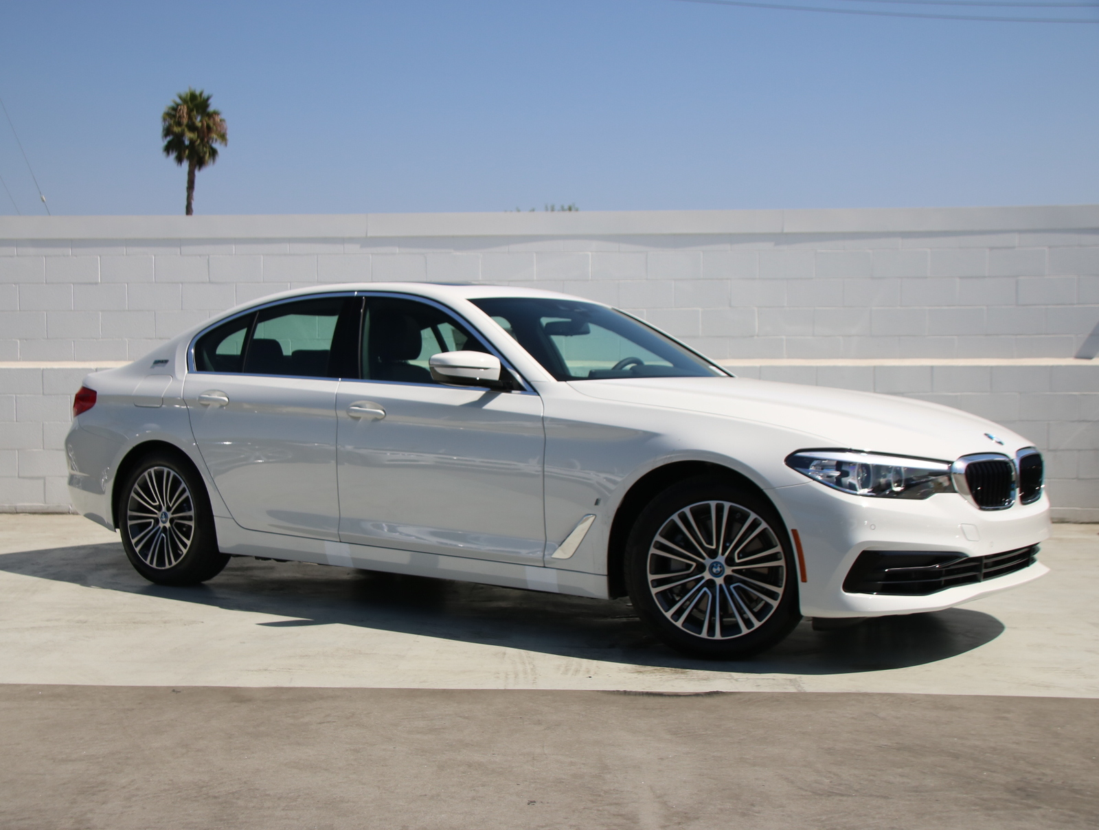 New 2019 BMW 5 Series 530e iPerformance With Navigation